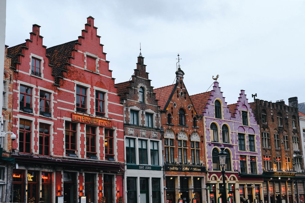 "<p style=""font-family:brandon-grotesque;font-weight:500; font-size:11px; text-center:left; color:light grey;letter-spacing: 1px"">FEBRUARY 4, 2018 • ALL THE COLOURS • 📍Brugge, Belgium 🇧🇪</p>"