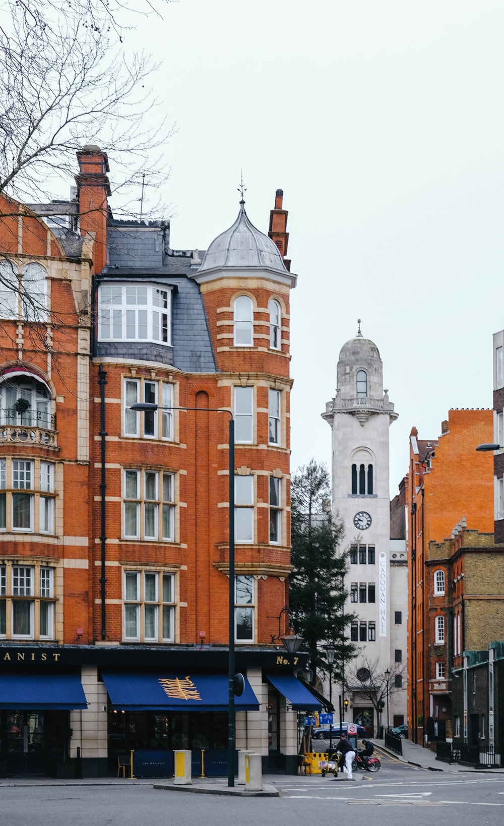 "<p style=""font-family:brandon-grotesque;font-weight:500; font-size:11px; text-center:left; color:light grey;letter-spacing: 1px"">FEBRUARY 6, 2018 • SLOANE SQUARE • 📍London, UK 🇬🇧</p>"