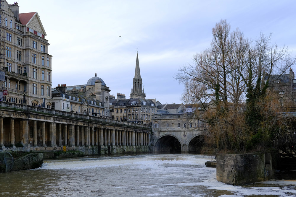 "<p style=""font-family:brandon-grotesque;font-weight:500; font-size:11px; text-center:left; color:light grey;letter-spacing: 1px"">FEBRUARY 17, 2018 • PULTENEY BRIDGE • 📍Bath, UK 🇬🇧</p>"