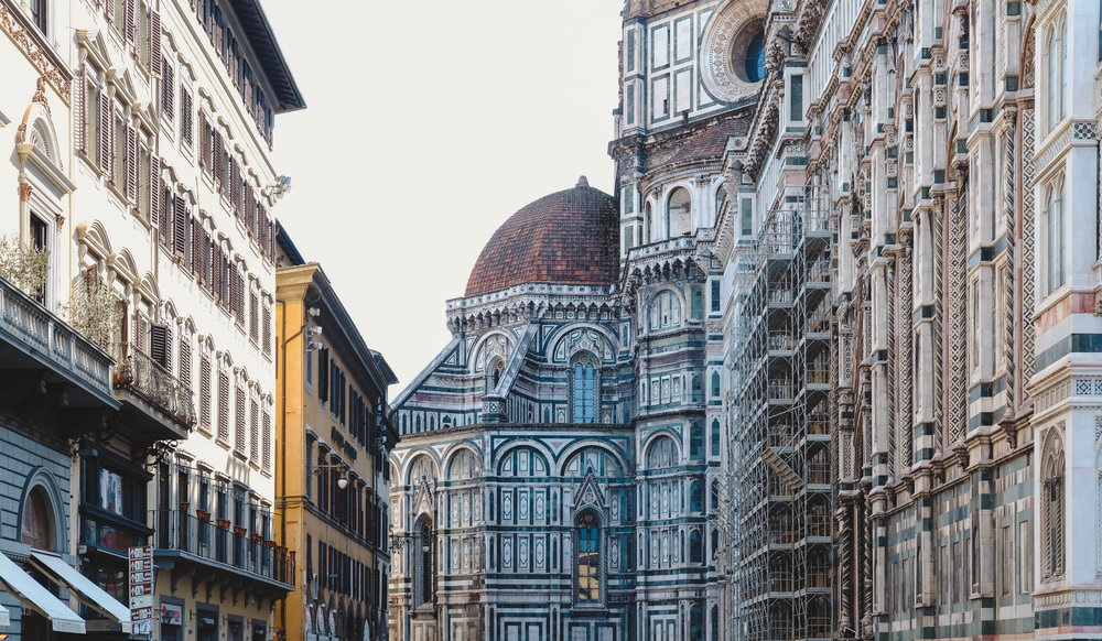 "<p style=""font-family:brandon-grotesque;font-weight:500; font-size:11px; text-center:left; color:light grey;letter-spacing: 1px"">MARCH 26, 2018 • PIAZZA DEL DUOMO • 📍Florence, Italy 🇮🇹</p>"