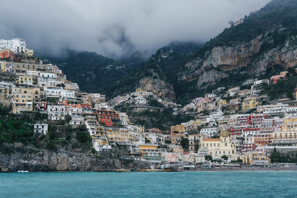 "<p style=""font-family:brandon-grotesque;font-weight:500; font-size:11px; text-center:left; color:light grey;letter-spacing: 1px"">MARCH 29, 2018 • 😳😍 • 📍Positano, Italy 🇮🇹</p>"