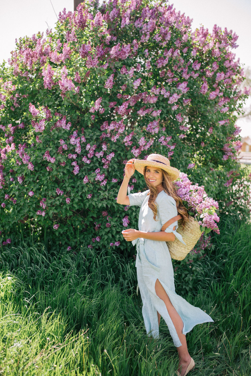 Julia loves midi and maxi dresses and seems to pull them off so well in an array of different occasions. I love this more casual look styled with a hat.  Something to know about me is I LOVE hats! I wish I had enough to wear a new one everyday.