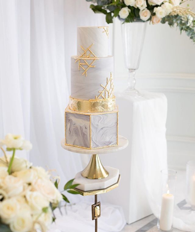 @kennedyevents key words for our cake: sophisticated, NYC luxury, modern and architectural💎✨ Upper East-Side inspired shoot that's now been featured in @wedluxe magazine! Getting to work with some of Ottawa's most wonderful wedding professionals was so fulfilling and humbling! •PHOTOGRAPHY AND CINEMATOGRAPHY @greyloftstudio •PLANNING @kennedyevents •DECOR AND FLORAL DESIGN @thegatheringeventco •VENUE @1451wellington •STATIONERY DESIGN @wishtree_invites •GOWNS @revellebridal •JEWELLERY @howardfinejewellers •HAIR @showponyhair •MAKEUP  @ottawamakeupartists •FORMALWEAR @morrisformalwear •CATERING @sear_and_savour •CAKE DESIGN  @serendipity_cakes_olivia •MODELING AGENCY @mimmodels
