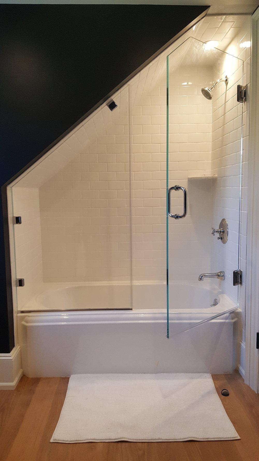 Corner shower glass enclosure