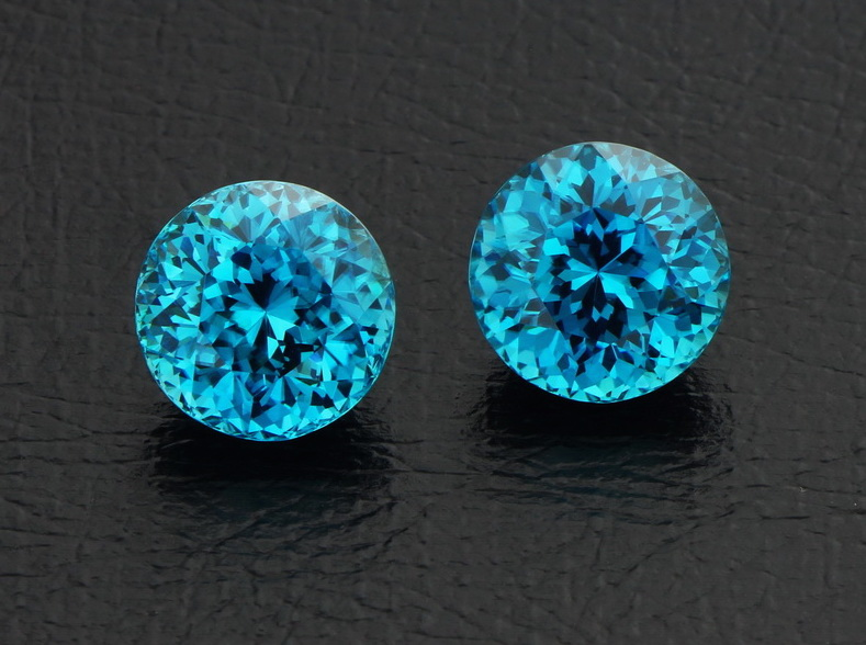 Zircon Blue Pair 2pc-21.08ct Vfn Rd (1).jpg