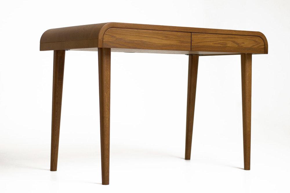 kompiuterio stalas. Ąžuolo masyvo darbo kambario stalas su dviem stalčiais