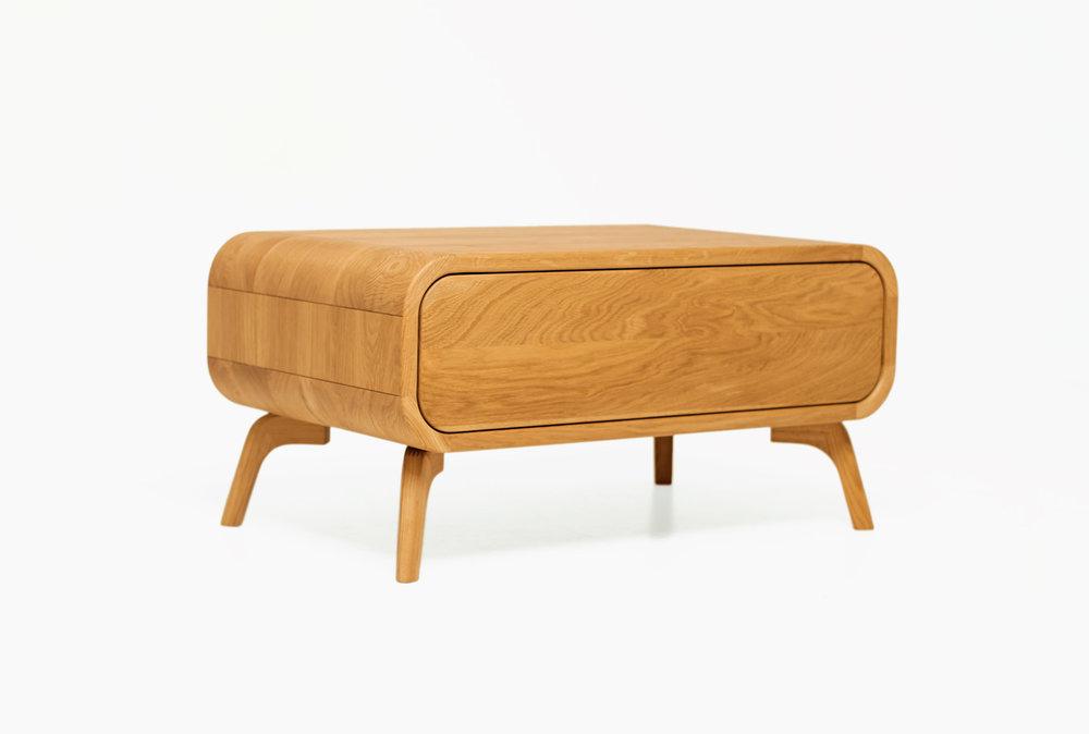 ąžuolinis kavos staliukas su stalčiumi. modernus svetainės staliukas