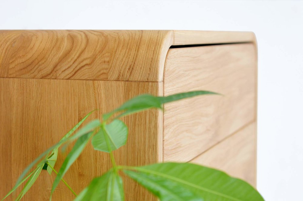 Unique round corners in solid wood -