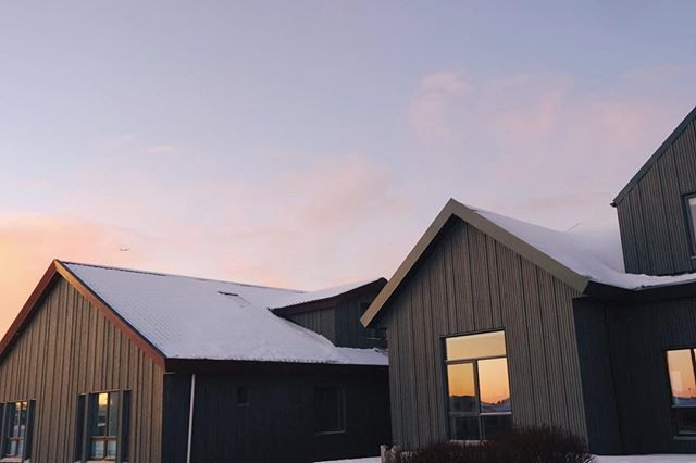 Wonderful winter day here at Hotel Berg. Look at how beautifully the golden hour reflects in the windows. Last days have been like this; crispy snow, stillness and amazing sunset. —— #hotelberg #hotelbergiceland #iceland #keflavik #nature #landscape #knowiceland #sunset #travelphotography