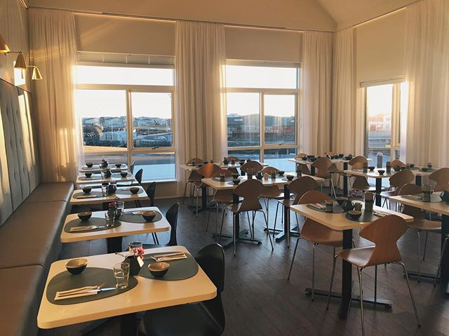 All set for our guests in the breakfast lounge. ——— #hotelbergiceland #keflavik
