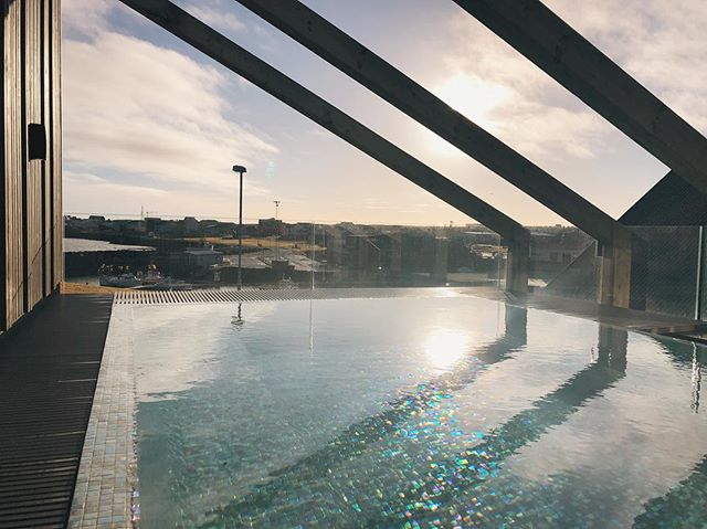 The sun is shining, the weather is sweet... With whom would you like to enjoy this view from our warm pool? ——— #hotelbergiceland #keflavik #travelphotography