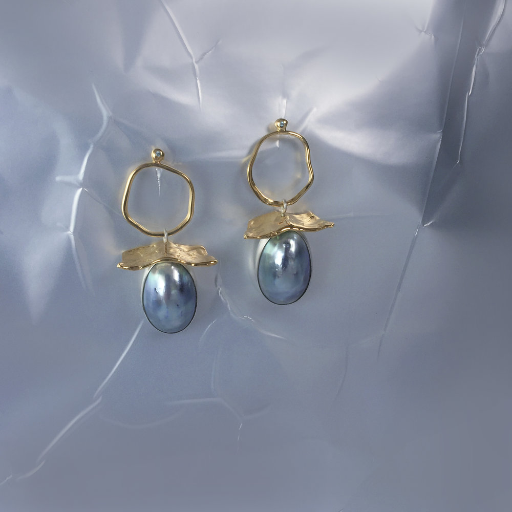 Mabe Pearl Drops For Melanie | Mabe pearls in 18kt gold plated silver and topaz in granule.