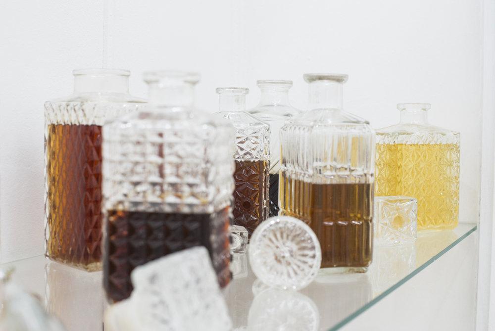 Jeanne Berbinau Aubry,  Liqueurs , 2014. Essences végétales prélevées à la Villa Arson, alcool à 90°C, eau, sucre, verre, cristal. Dimensions variables.
