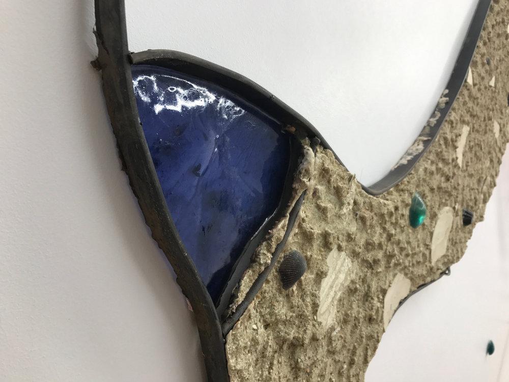 Romain Vicari,  Aquarius , 2016. Composition murale: résine transparente colorée, résine opaque sablée, métal, colorants, plâtre. Queue de Sirène, 170 cm x 75cm