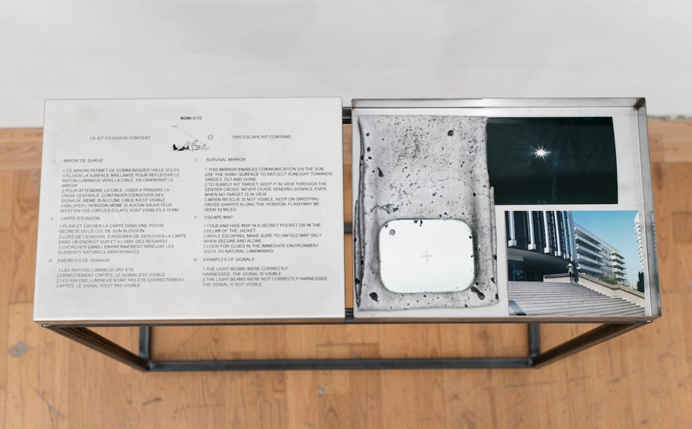 Coproduction Camille Ayme & Caroline Corbasson,  NOWHERE . Sérigraphie sur acier inoxydable, impression sur soie naturelle et tirage argentique 30 cm x 40 cm