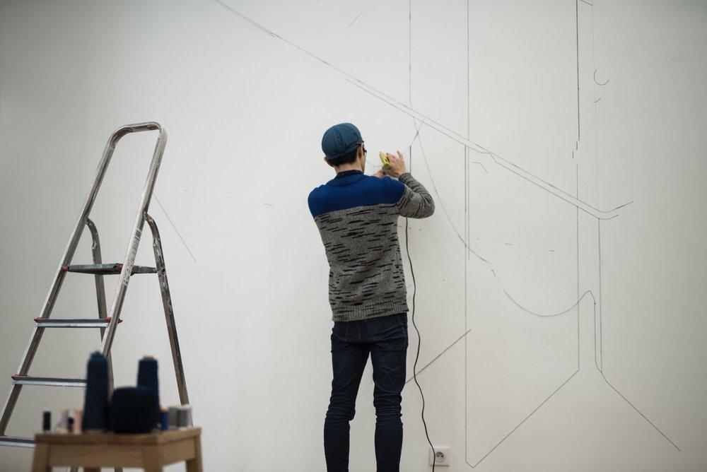 Réalisation d'une fresque murale par Keita Mori à la galerie Double V.
