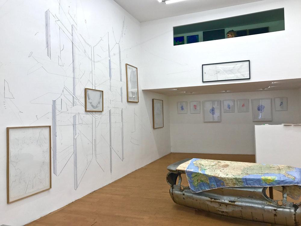 Vue d'exposition avec les oeuvres de Keita Mori et Camille Ayme.