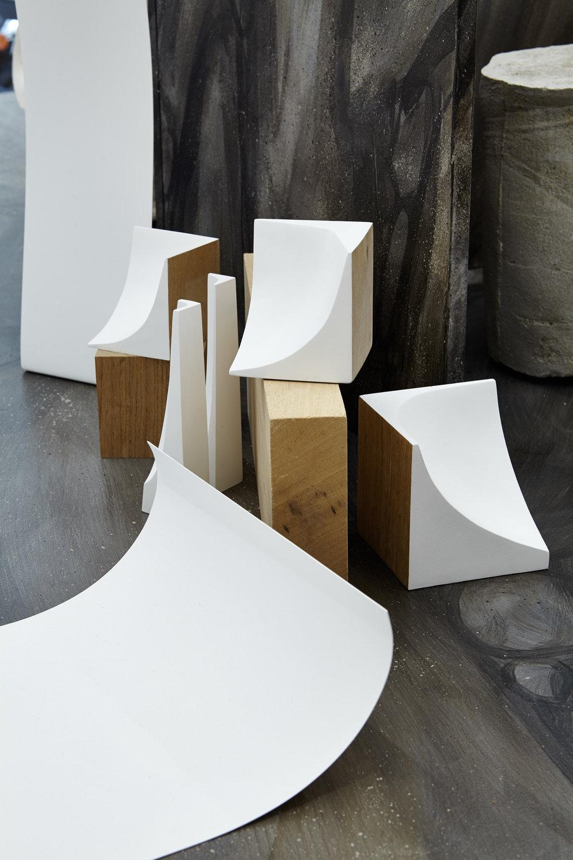 Mara Fortunatovic, Collection Arrondis d'Angle & Obvolvor, 2013 - 2017. Bois, plâtre, métal, dimensions variables