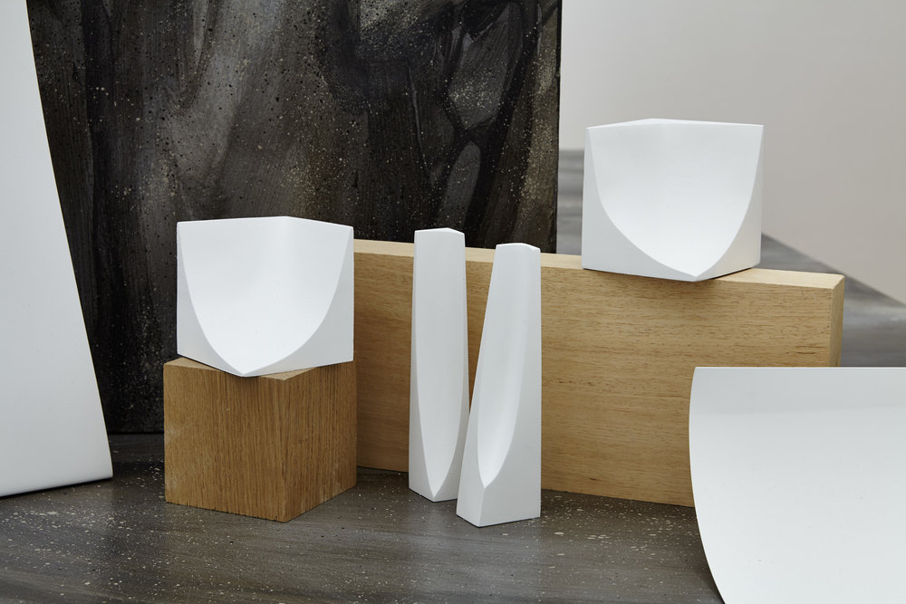 Mara Fortunatovic,  Collection Arrondis d'Angle & Obvolvor , 2013 - 2017. Bois, plâtre, métal, dimensions variables