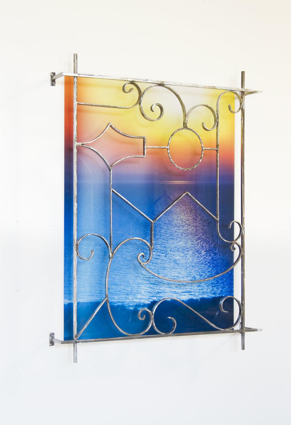 Pauline Sarrus,  Série CLAUSTRA , 2017. Installation murale, métal poli, grille en fer forgé, impression sur plexiglas, 95 cm x 123 cm