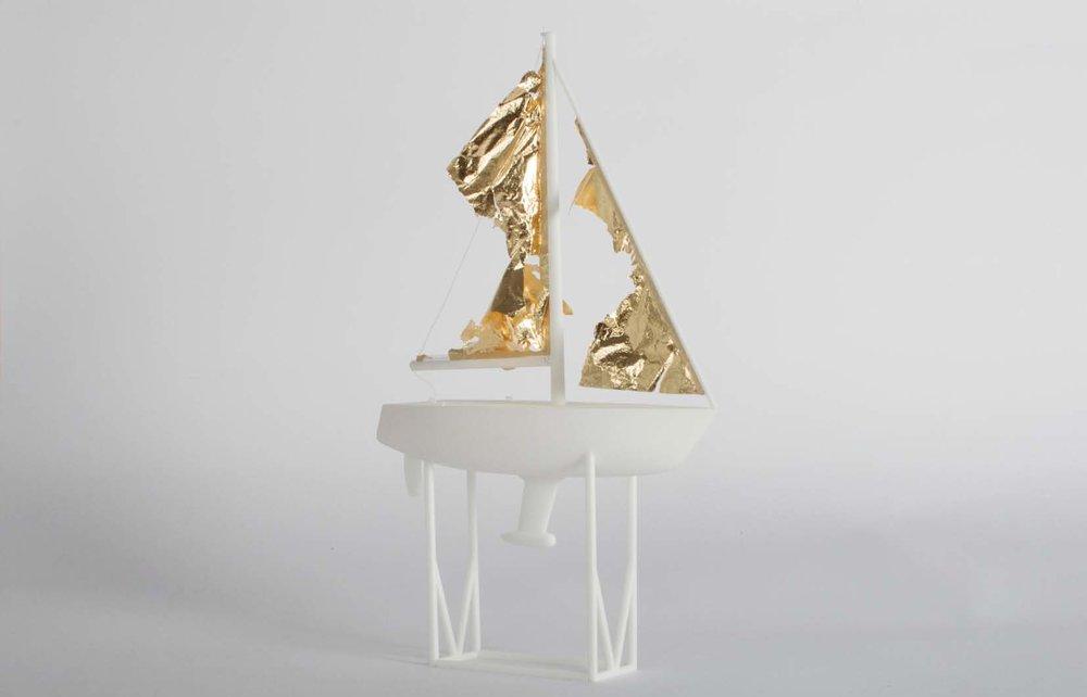 Côme Di Meglio,  Collé au vent , 2017. Impression 3D, feuille d'or, fil blanc, 28 cm x 17 cm x 6 cm