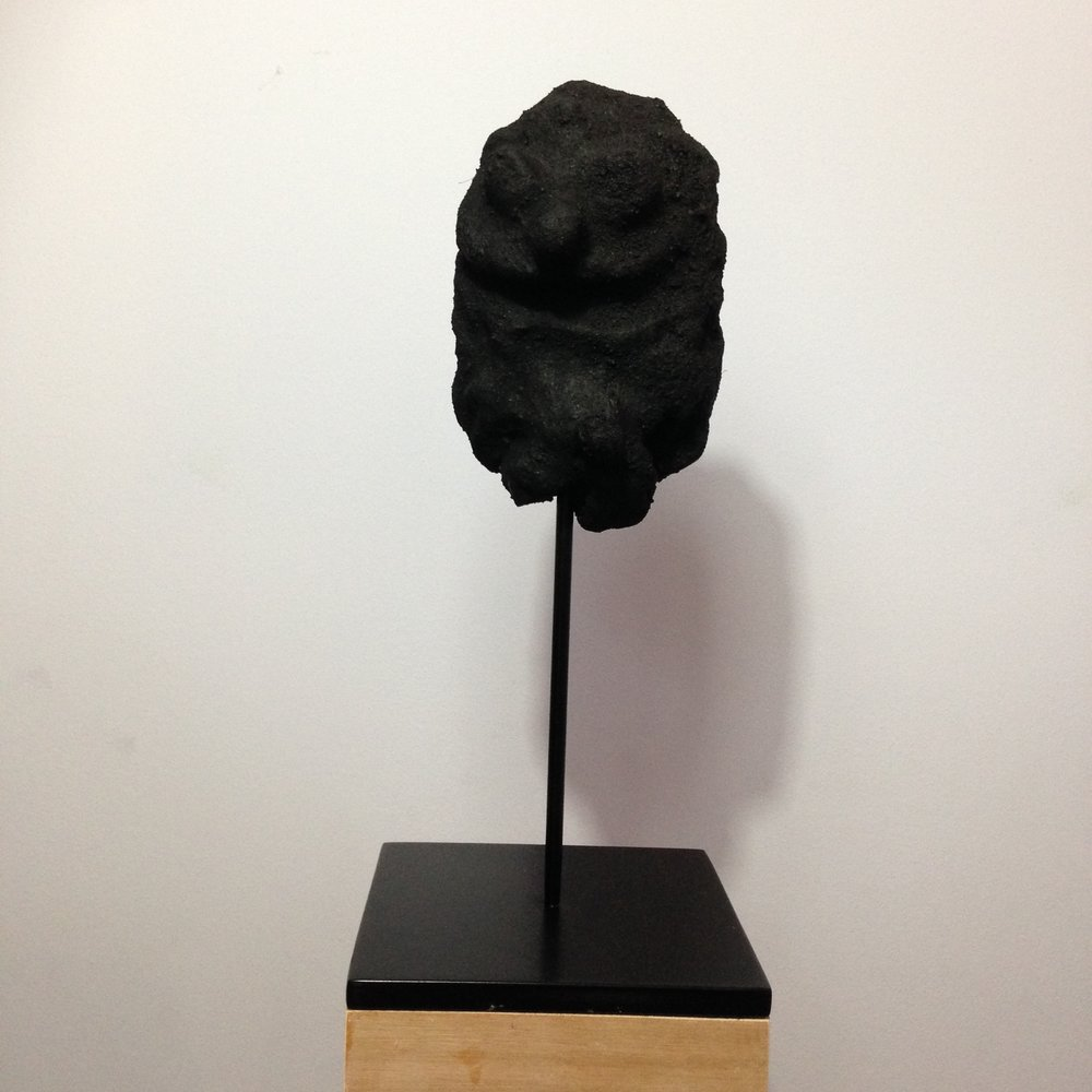 Olivier Millagou,  Épluchures , 2017. Plâtre et sable, 33,5 cm x 11 cm