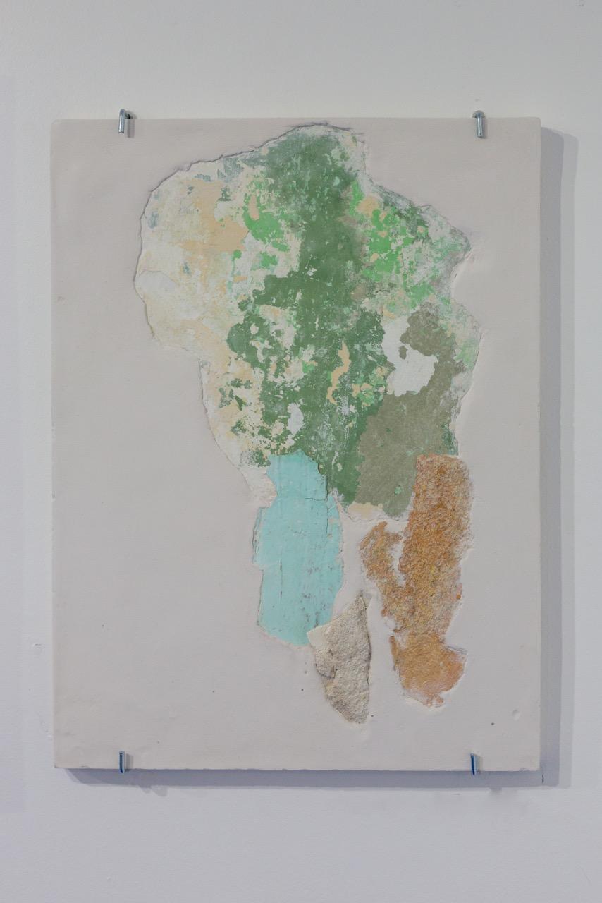 Manoela Medeiros,  Continent VI , 2017. Fragments de mur, plâtre, 30 cm x 40 cm