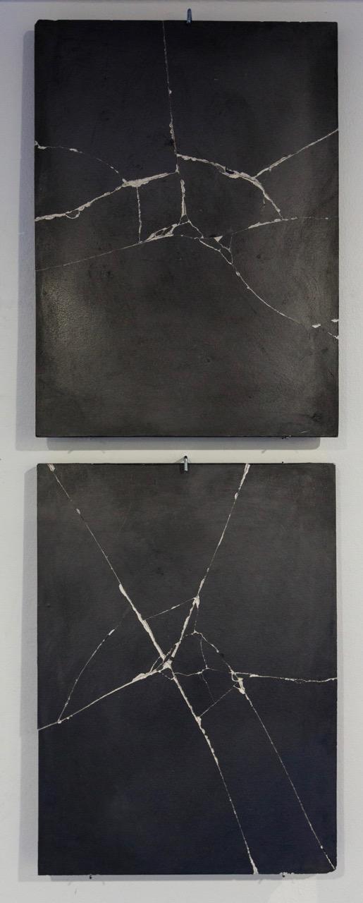 Amandine Simonnet, série  Résonnances II , 2017. Poudre de graphite sur plâtre, 36 cm x 26 cm