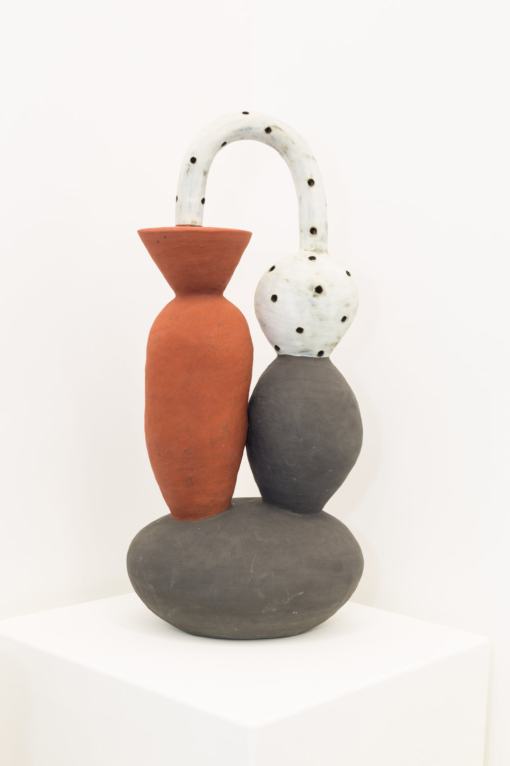 Daphne Corregan,  Communicating Vessels , 2015. Grés, 57 x 26 x 50 cm