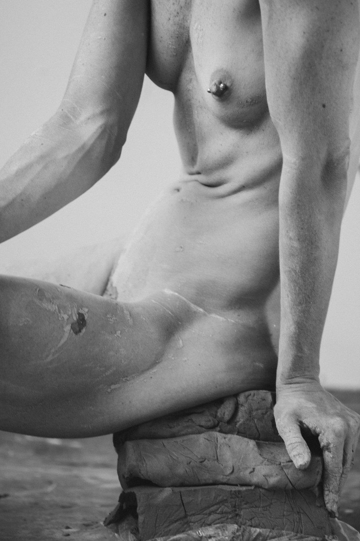 Romy Nothover,  CLAY | BODY,  2017. Tirage numérique sur dibond, 24 x 36 cm