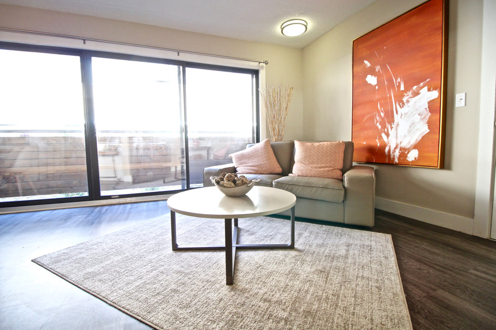 The Lakota on Grand Living Room | Kansas City Plaza Apartments