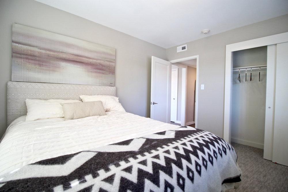 Plaza 209 Bedroom | Kansas City Plaza Apartments