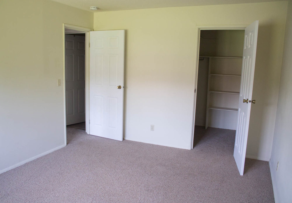Photo of 1 bedroom with walk in closet