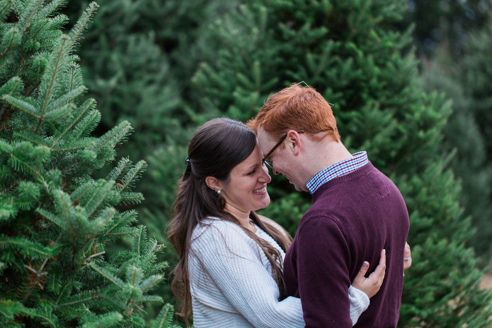 CHRISTMAS_TREE_FARM_ENGAGEMENT_PHOTOS--0577.jpg