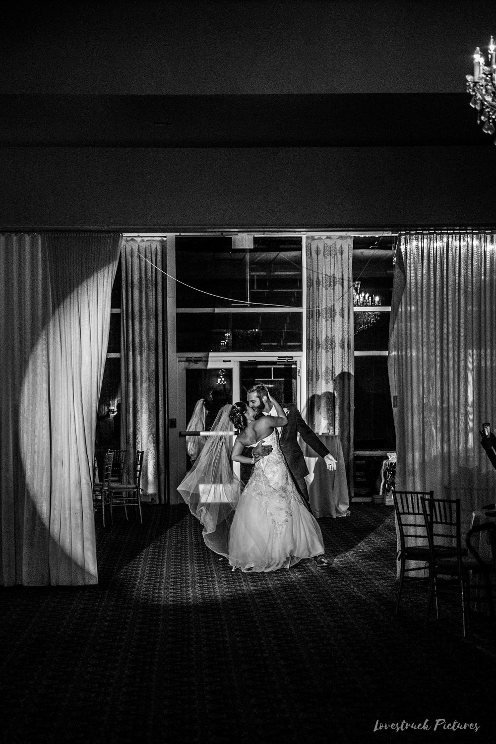 PHILADELPHIA_BALLROOM_WEDDING_PHOTOGRAPHY--88.jpg