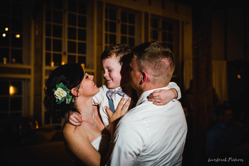 LOVESTRUCK PICTURES WEDDING PHOTOGRAPHY PHILADELPHIA -131.jpg