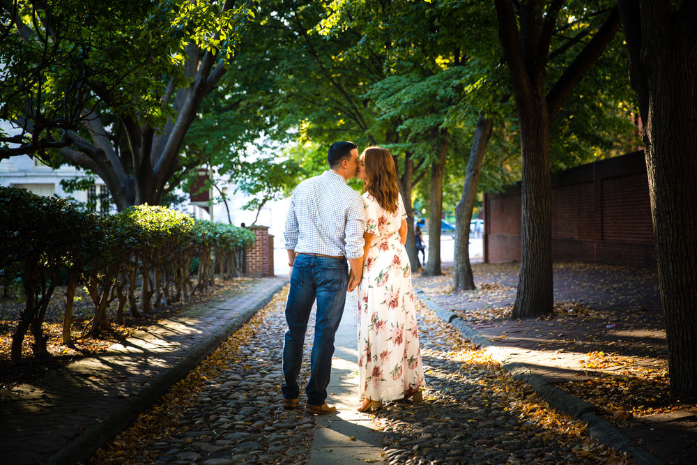 OLD CITY PHILADELPHIA ENGAGEMENT PHOTOS LOVESTRUCK PICTURES - 013.jpg