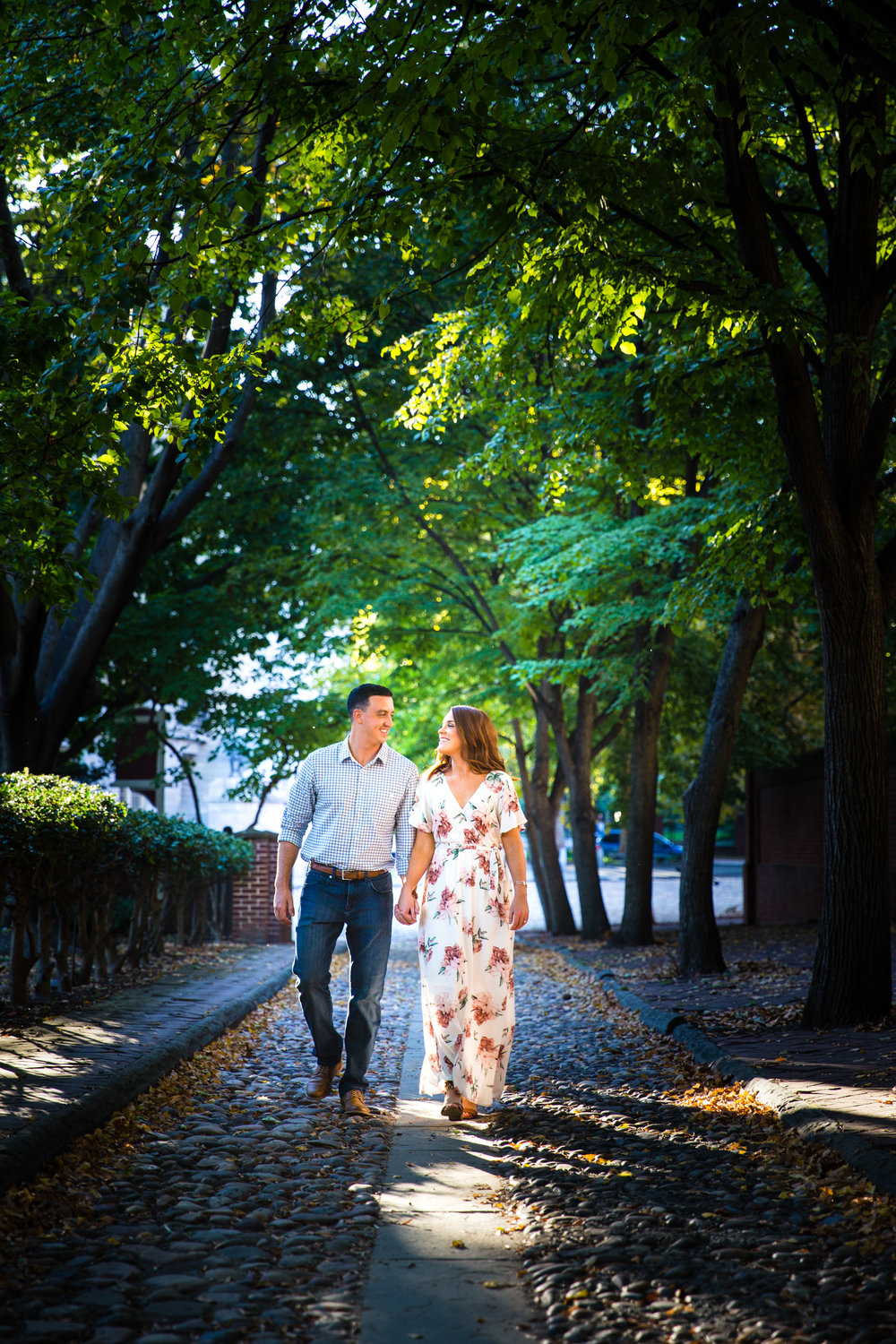 OLD CITY PHILADELPHIA ENGAGEMENT PHOTOS LOVESTRUCK PICTURES - 014.jpg