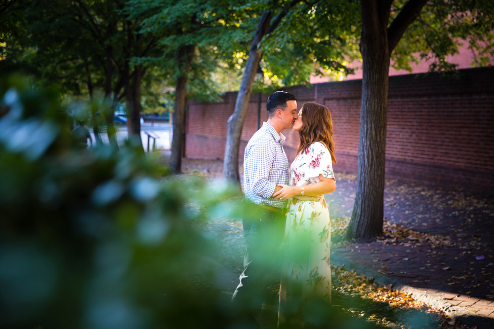 OLD CITY PHILADELPHIA ENGAGEMENT PHOTOS LOVESTRUCK PICTURES - 016.jpg