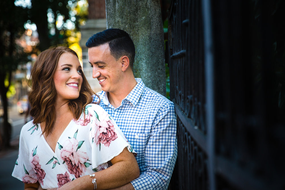 OLD CITY PHILADELPHIA ENGAGEMENT PHOTOS LOVESTRUCK PICTURES - 019.jpg