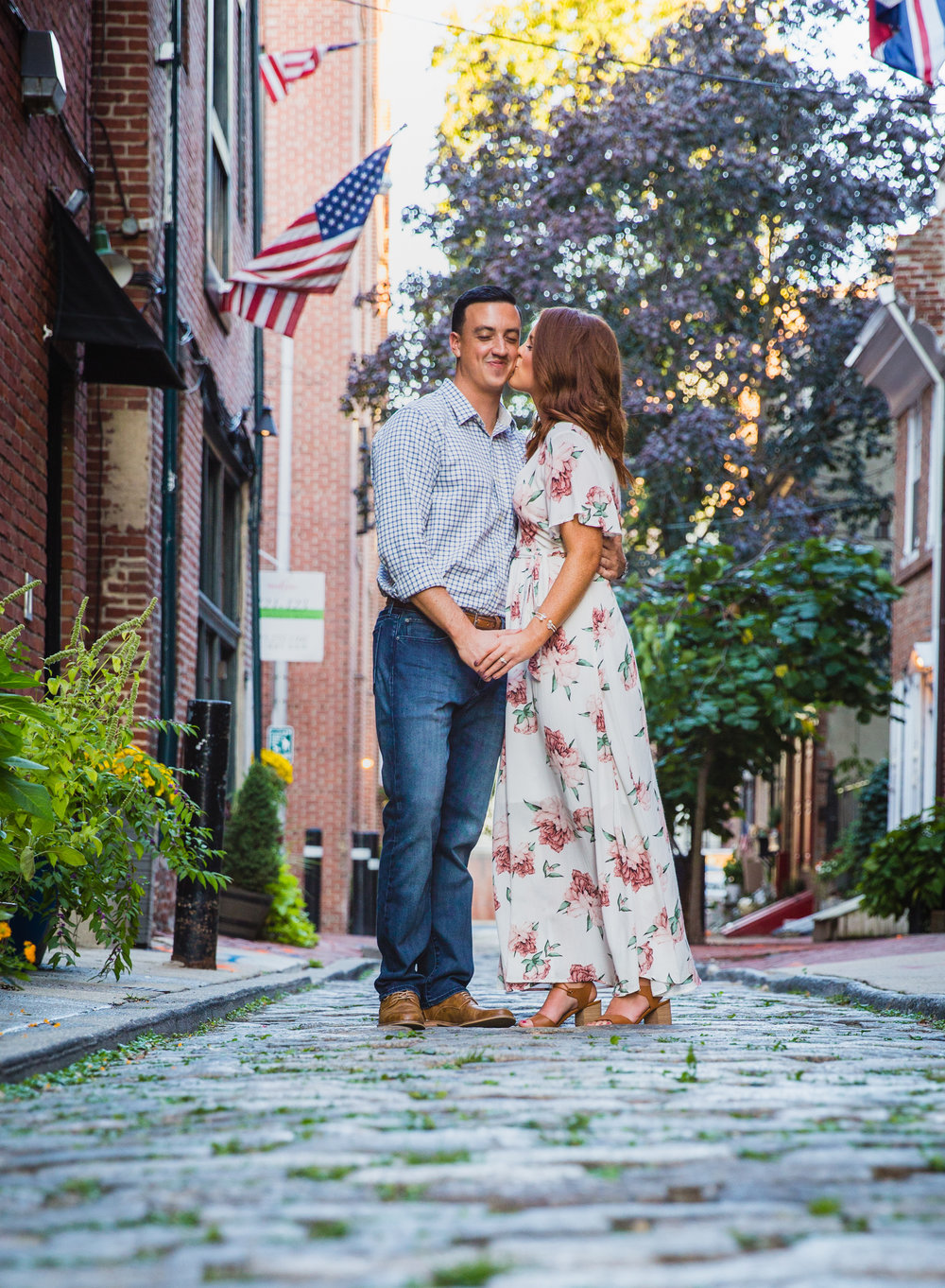 OLD CITY PHILADELPHIA ENGAGEMENT PHOTOS LOVESTRUCK PICTURES - 027.jpg