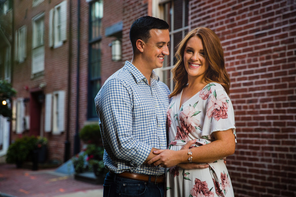 OLD CITY PHILADELPHIA ENGAGEMENT PHOTOS LOVESTRUCK PICTURES - 028.jpg