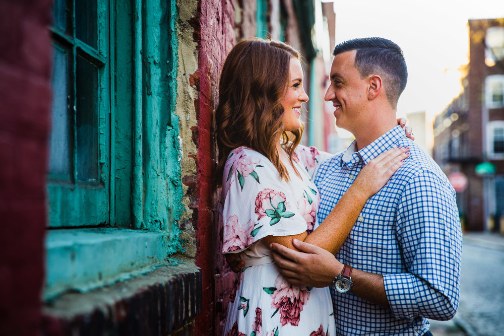 OLD CITY PHILADELPHIA ENGAGEMENT PHOTOS LOVESTRUCK PICTURES - 033.jpg