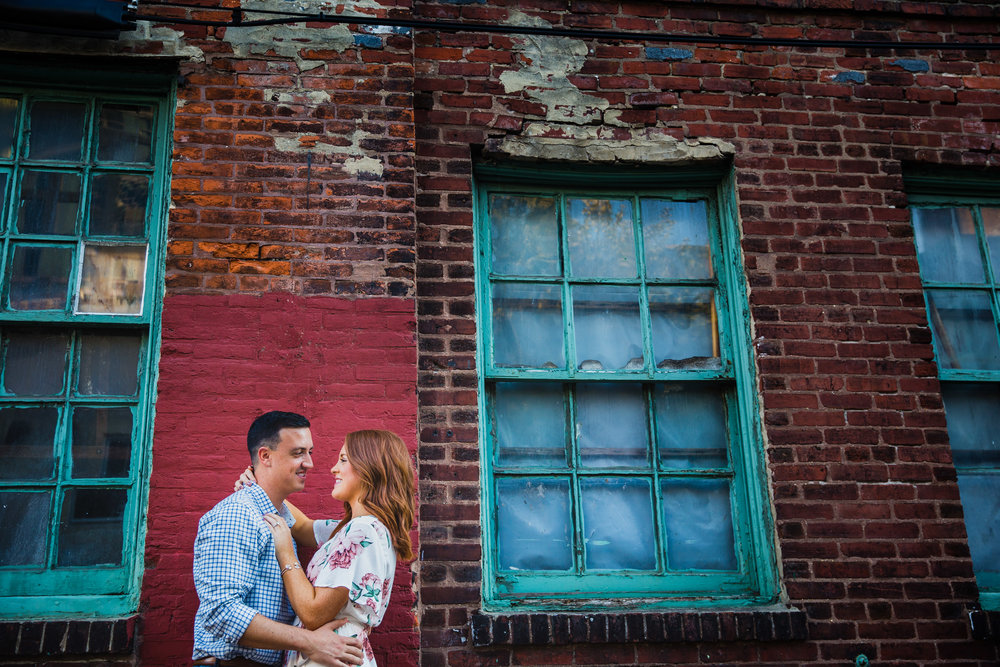 OLD CITY PHILADELPHIA ENGAGEMENT PHOTOS LOVESTRUCK PICTURES - 035.jpg