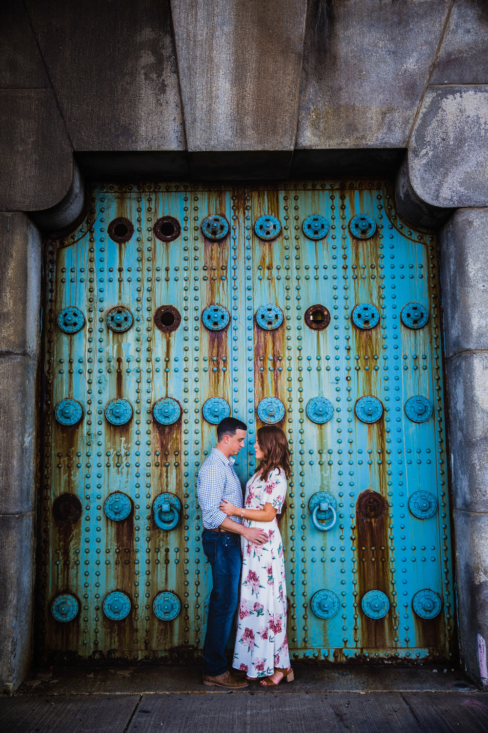 OLD CITY PHILADELPHIA ENGAGEMENT PHOTOS LOVESTRUCK PICTURES - 036.jpg