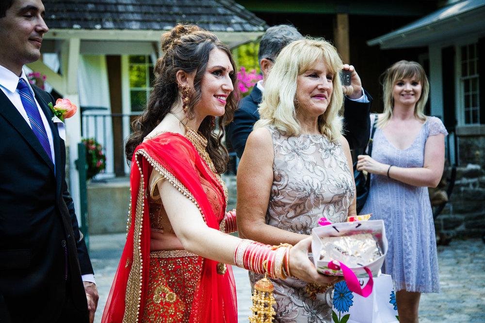 VALLEY GREEN INN WEDDING PHOTOS - 020.jpg