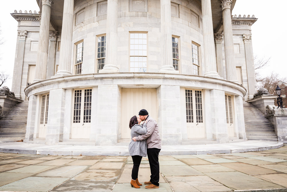 PHILADELPHIA OLD CITY ENGAGEMENT PHOTOS-3.jpg
