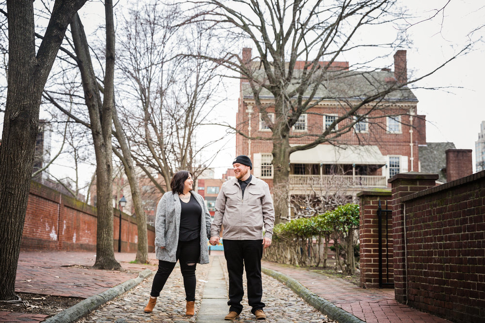 PHILADELPHIA OLD CITY ENGAGEMENT PHOTOS-10.jpg