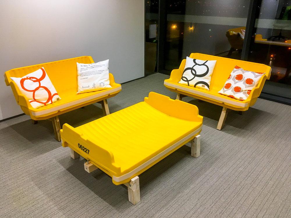 Bankje met prototype voetenbank-tafel_Opgepept.JPG
