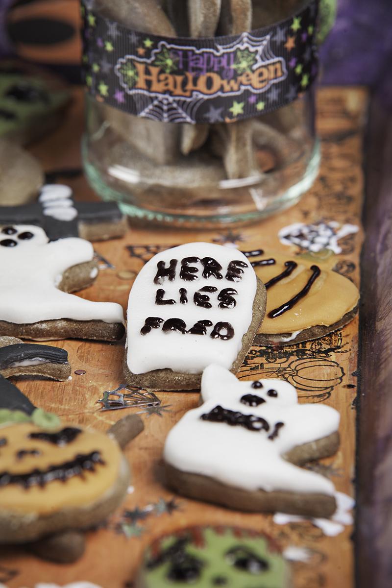 Halloween-gingerbread-biscuits-2.jpg